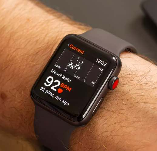 How to lose weight with Apple Watch - Apple watch heart rate monitoring on hand